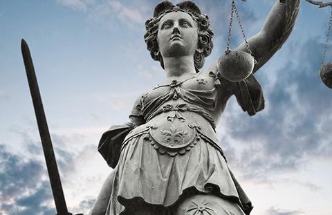 LA VIGILANCIA CON PRISMÁTICOS SIN AUTORIZACIÓN JUDICIAL VULNERA LA INVIOLABILIDAD DE DOMICILIO